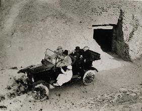 Lord Carnarvon''s first visit to the Valley of the Kings: Lord Carnarvon (1866-1923) and party in a