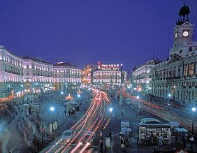 Puerta del Sol at night (photo)